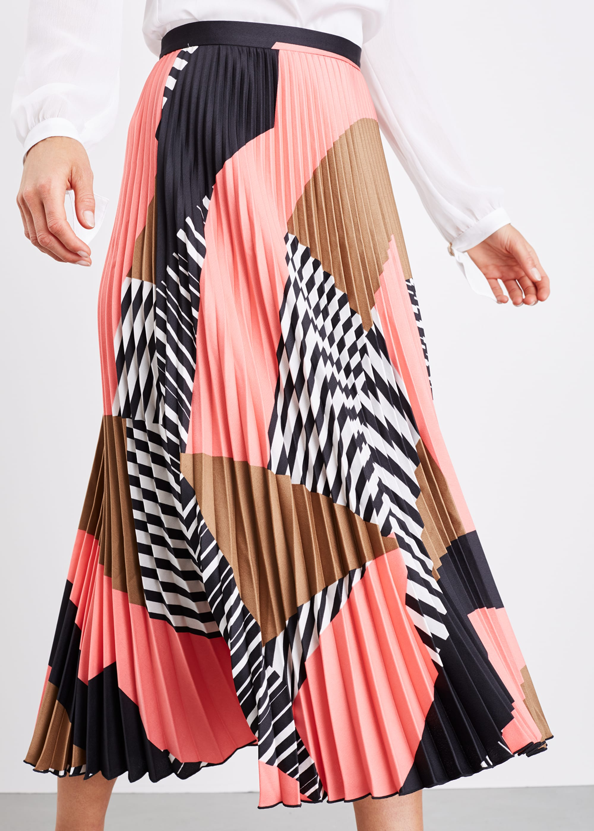 Damsel in a Dress Women Ariyah Print Pleated Skirt